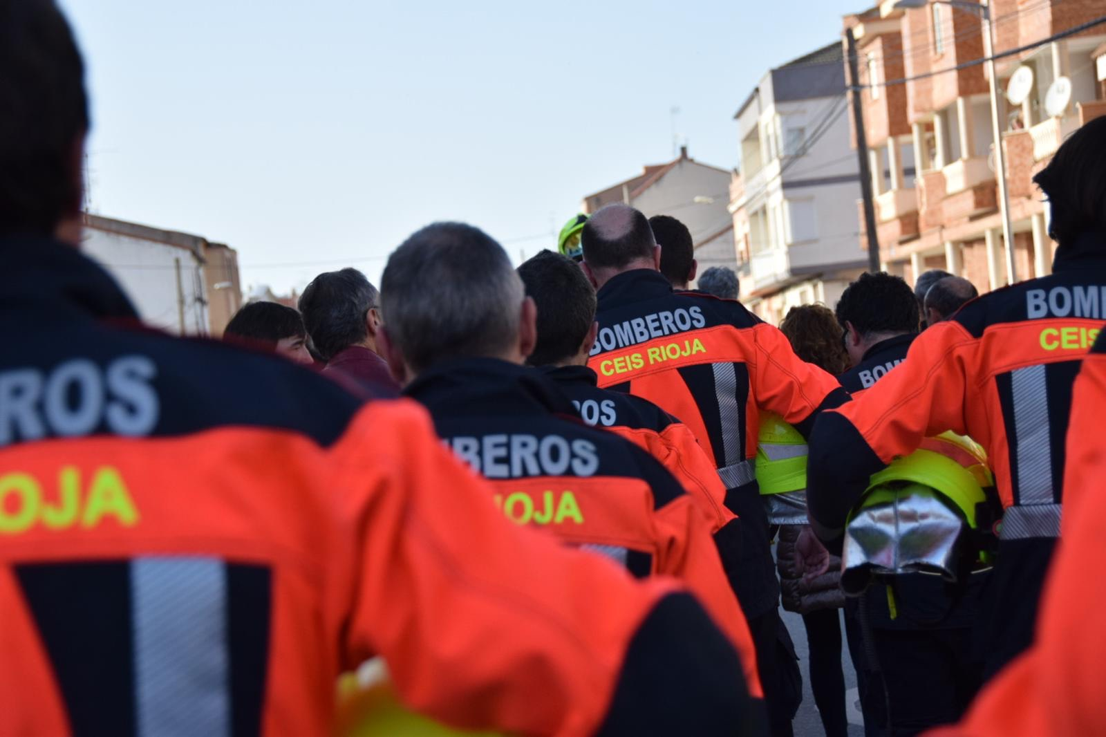 Photo of VÍDEO|Silencios y aplausos despiden al bombero Fernando Rodanes