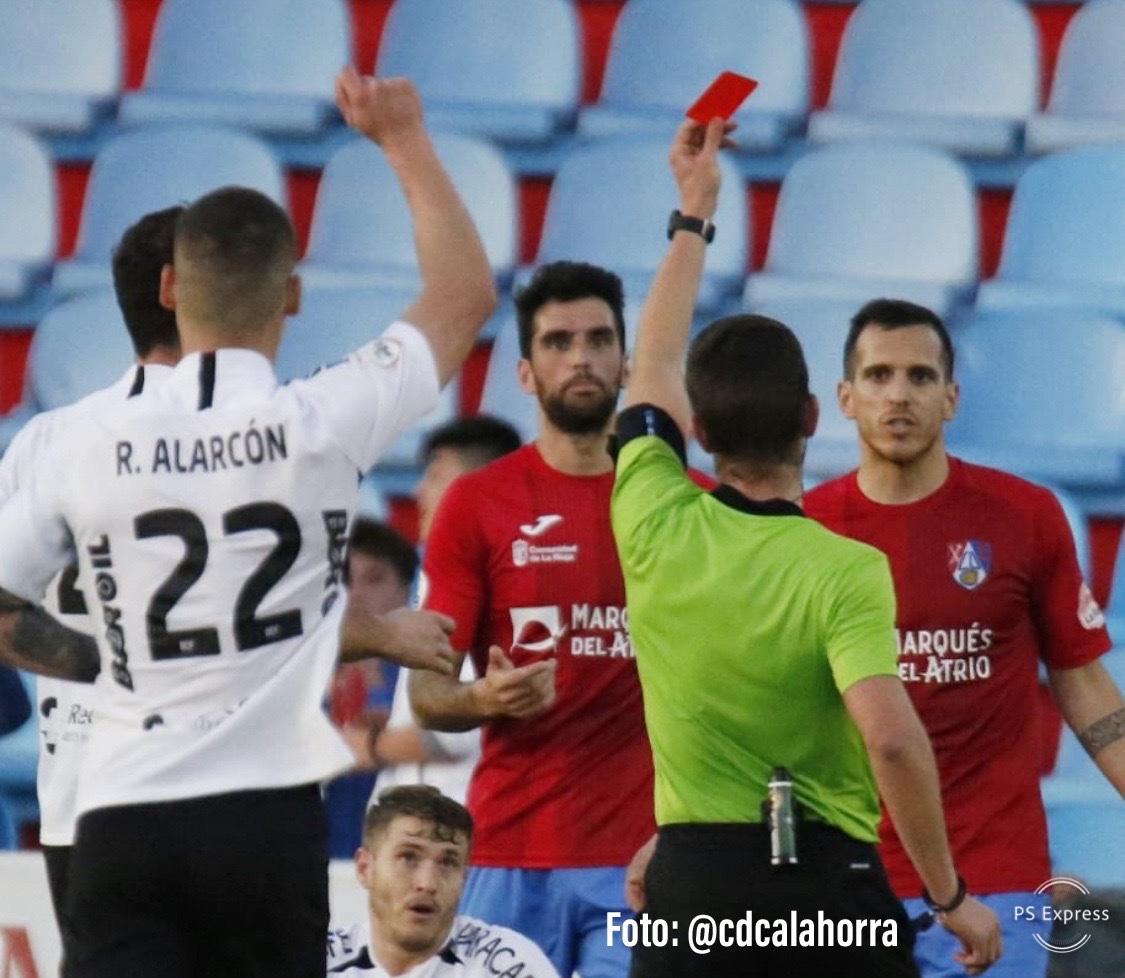 Photo of CRÓNICA| Expulsión y derrota en La Planilla. (Por Débora Vizán)