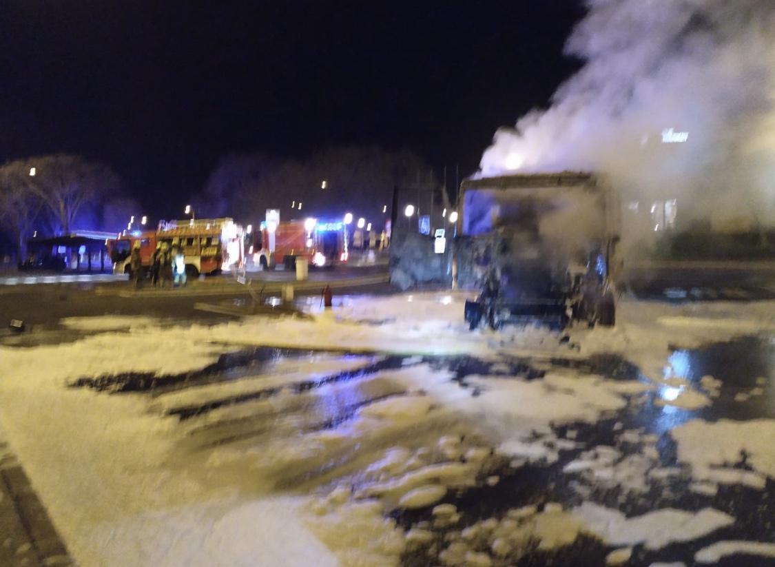 Photo of Bomberos de Logroño sofocan un incendio de un camión en el área de servicio de la AP-68.