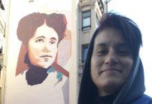 Photo of Andrea Btoy concluye hoy el mural homenaje a María de la O Lejárraga